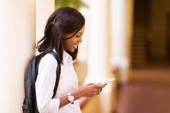 De universitaire telefoon van de studentencel stock foto