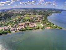 De Universiteit van de Bemidjistaat is een Universiteit in een Stad in Centraal Minnesota op de Kusten van een Meer met dezelfde  stock afbeelding