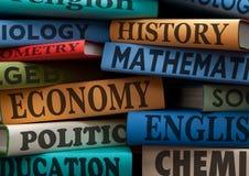De universiteit van de studieboeken van het onderwijs of universitair boek Stock Foto's