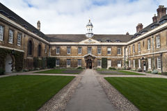 De universiteitsCambridge van de Zaal van de drievuldigheid Universiteit Stock Afbeeldingen