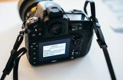 De updateingebouwde programmatuur van de Nikon Professionele DSLR camera royalty-vrije stock foto's