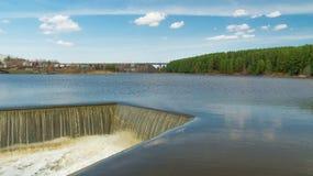De Ural-rivier met dalingen Stock Foto's