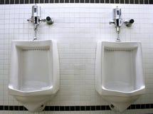 De Urinoirs van mensen. Stock Foto