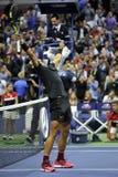 De US Open 2017 kampioen Rafael Nadal van Spanje viert overwinning na zijn definitieve gelijke tegen Kevin Andersen royalty-vrije stock afbeeldingen