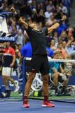 De US Open 2017 kampioen Rafael Nadal van Spanje viert overwinning na zijn definitieve gelijke tegen Kevin Andersen royalty-vrije stock fotografie