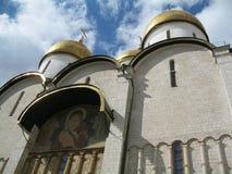 De Uspenskykathedraal bouwde de 15de eeuw, op het grondgebied van Moskou het Kremlin in stock foto