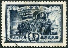 De USSR - 1942: toont Groep Vechters, de scène van de reeksrevolutie, verjaardag 25 Stock Foto's