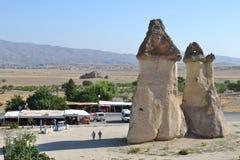 De utsmyckade champinjonhusen i den Cappadocia regionen Royaltyfria Bilder