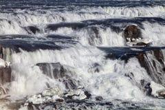 De väldiga strömmarna av den Gullfoss vattenfallet Fotografering för Bildbyråer