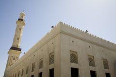 De V.A.E Doubai de Grote Moskee en de minaret in Dienst Doubai stock afbeeldingen