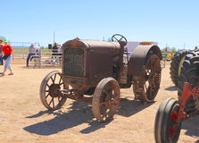 De V.S.: Antieke Tractor: 1928 mcCormick-Deering Stock Foto's