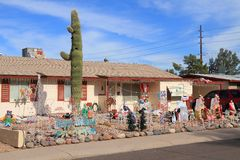 DE V.S., AZ: Front Yard Christmas - Gelukkige Vakantie! Stock Afbeeldingen
