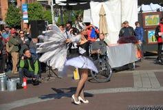 DE V.S., AZ: Straatkunstenaar 1 - Dansende Zwaan  Stock Fotografie