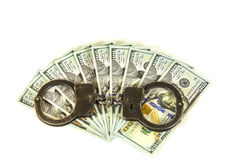 De V.S. honderd dollarsrekeningen en handcuffs Stock Fotografie