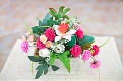 De vaas van de bloem op lijst stock foto