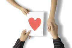 De vader keurt een hartsymbool van zijn zoon goed Stock Fotografie