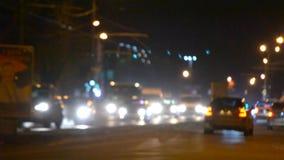 De vage het achtergrondauto drijven avond van de wegnacht stock video