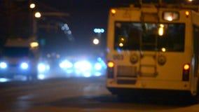 De vage het achtergrondauto drijven avond van de wegnacht stock footage