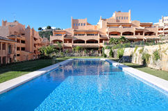 De vakantie of de vakantieflats van de luxe op urbanisatie Stock Foto