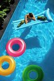 De vakantie van de de zomervakantie zomer Vlotterringen, Matras het Drijven Stock Foto's