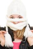 De vakantie van de winter Meisje die gezicht behandelen met sjaal Stock Afbeeldingen