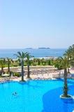 De vakantie van de zomer bij de toevlucht van de Middellandse Zee Stock Afbeeldingen