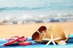 De vakantie van de zomer bij strand Stock Afbeeldingen