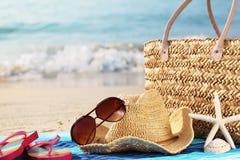 De vakantie van de zomer bij strand Stock Foto's
