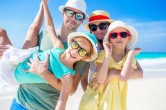 De vakantie van het familiestrand stock fotografie