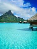 De vakantietoevlucht van de luxe overwater op Bora Bora Stock Foto