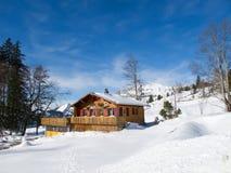 De vakantiewoning van de winter stock afbeelding