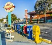De vakjes van de zelfbedieningskrant in Los Angeles Stock Afbeelding