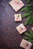 De vakjes van de Kerstmisgift in ambachtdocument Stock Fotografie