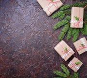 De vakjes van de Kerstmisgift in ambachtdocument Stock Afbeelding