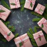De vakjes van de Kerstmisgift in ambachtdocument Royalty-vrije Stock Fotografie