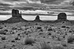 De vallei bewolkte zonsopgang van het monument black&white Royalty-vrije Stock Foto