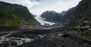 De vallei met sneeuw caped bergen royalty-vrije stock foto's