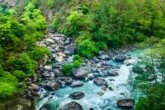 De vallei van de berg Mooi rivierlandschap royalty-vrije stock afbeelding