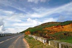 De vallei van de berg & een weg Stock Afbeeldingen