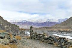 De vallei van de berg in het Himalayagebergte Stock Fotografie