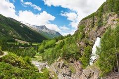 De vallei van de berg met waterval Lillaz Royalty-vrije Stock Foto's