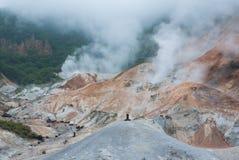 De vallei van de Jigokudanihel in Noboribetsu, Hokkaido, Japan Stock Afbeeldingen