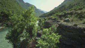 De vallei van de rivier stock footage