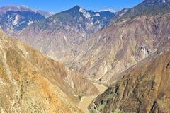 De vallei van de rivier in berg Royalty-vrije Stock Foto's