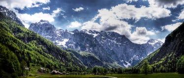 De vallei van Dolina van Logarska, en de savinjarivier Royalty-vrije Stock Foto's