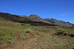 De Vallei van Elf in IJsland met heuvels en holen Royalty-vrije Stock Afbeeldingen