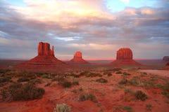 De Vallei van het monument bij zonsondergang Royalty-vrije Stock Fotografie