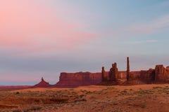 De Vallei van het monument bij zonsopgang Stock Foto's