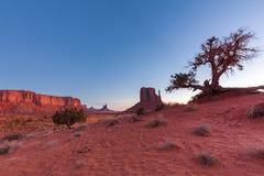 De Vallei van het monument bij zonsopgang Stock Fotografie