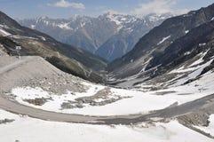 De Vallei van Oetztal met alpiene weg, Oostenrijk Royalty-vrije Stock Foto's
